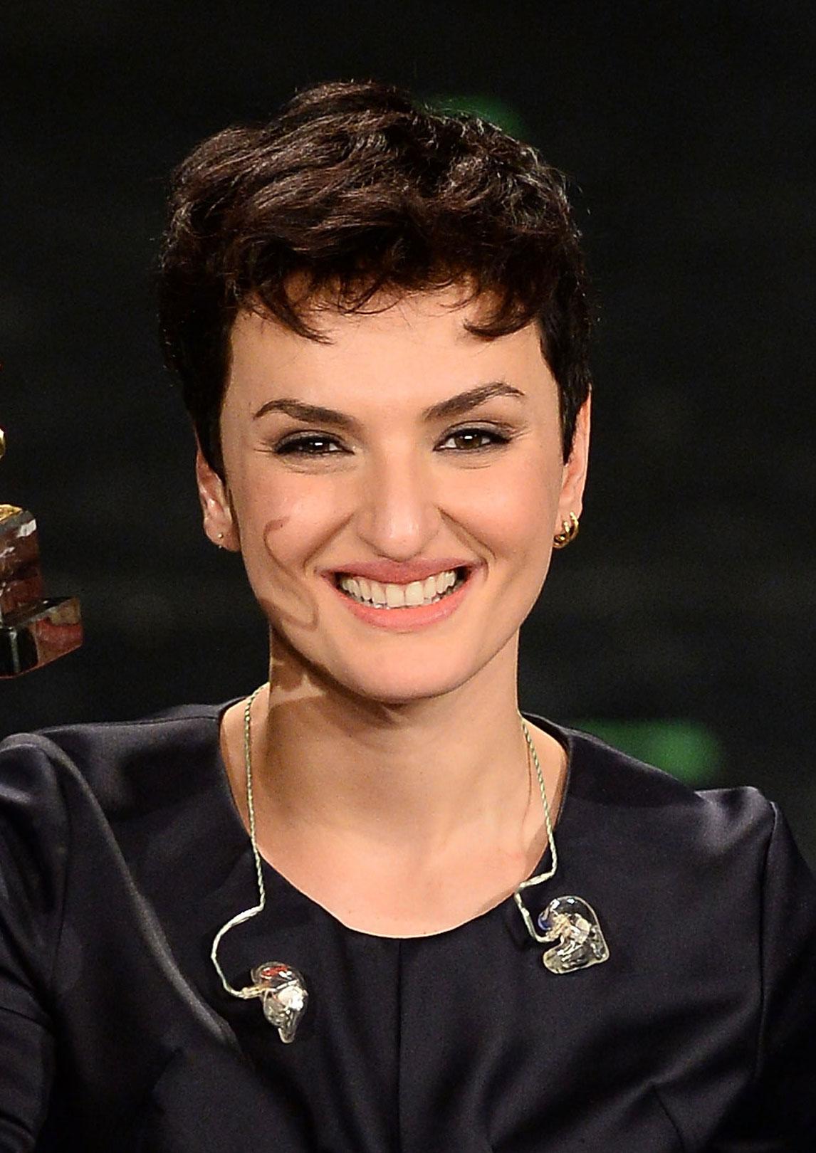 Il taglio corto e sexy di Arisa vincitrice di Sanremo 2014