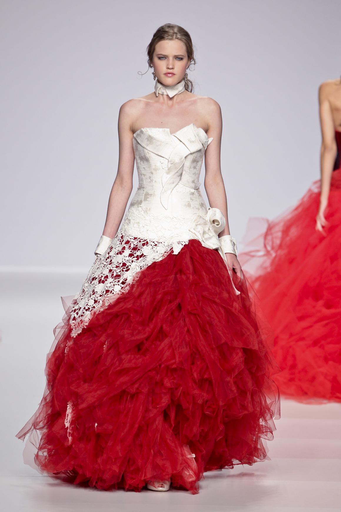 abito da sposa rosso passione accende la primavera 2014