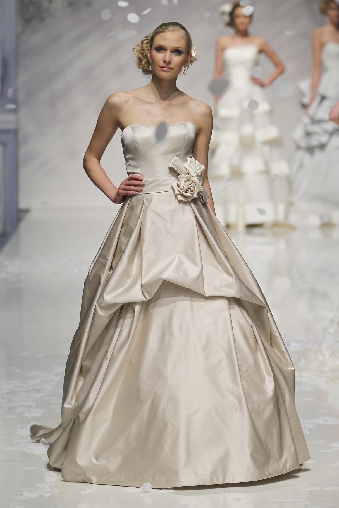 Abiti Oro Rosa » Abiti da sposa color champagne foto stylosophy ... 71173012de8