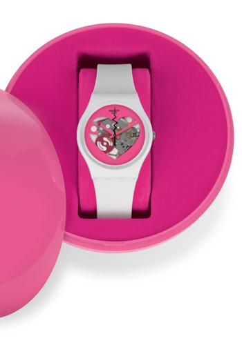 <p> Packaging esclusivo per l'orologio con quadrante a forma di cuore e movimento a vista, cassa in plastica e cinturino di silicone profumato alla vaniglia, <b>Swatch</b> (€ 55) </p>