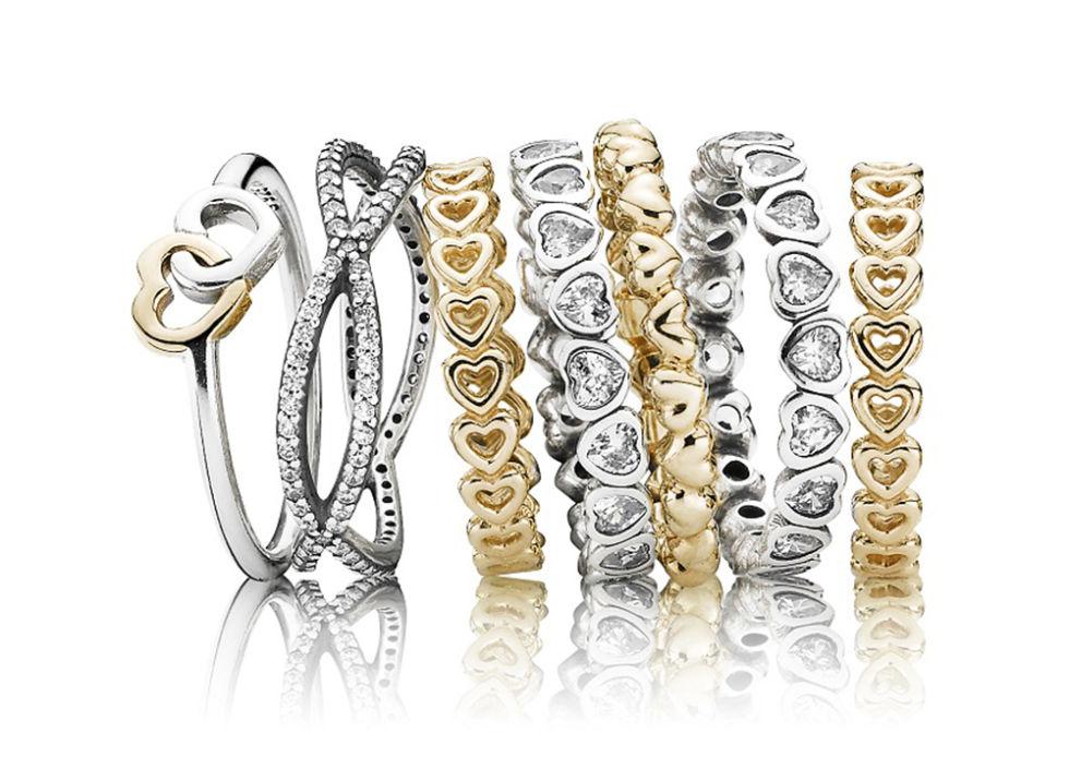 Set di anelli a tema cuore con cristalli