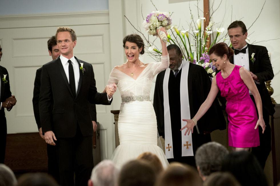 Qual è il modo migliore per evitare che l'abito delle damigelle non cozzi con il tuo splendido da sposa? Semplice, vestile in fucsia.