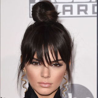 Raccogli i capelli in uno chignon diverso dal solito guarda questi 27  chignon da celeb
