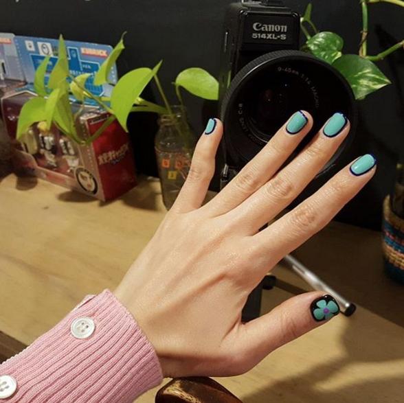 One Line Nail Art : Line nails la nail art che fa da cornice alle tue unghie