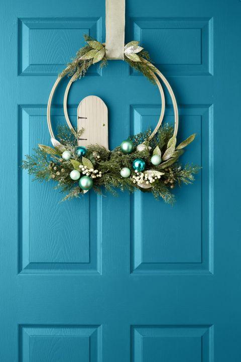 40 idee fai da te per le decorazioni di natale - Ghirlanda di natale per porta ...