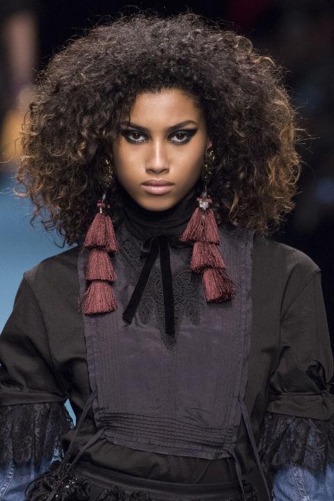 Capelli ricci lunghi: 18 tagli e acconciature moda inverno ...