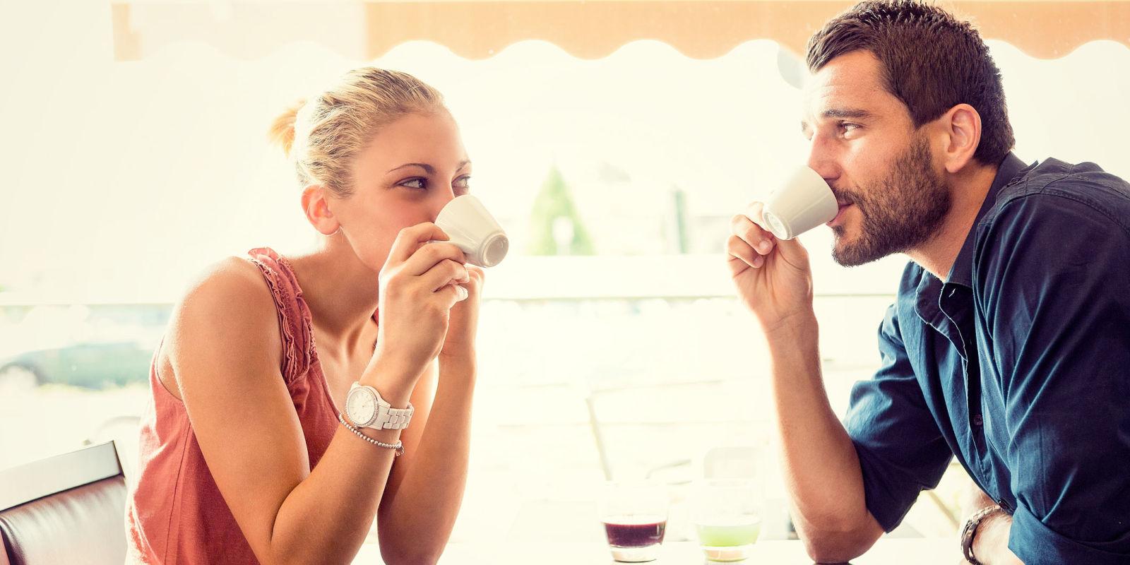 Risultati immagini per fidanzati prendono il caffè al bar