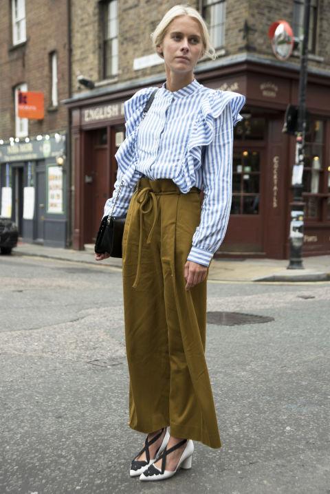 I mille volti della camicie a righe ti stupiranno: diventa maxi ed è perfetta come abito, sexy quando è monospalla e chiccosa in versione trench, cosa aspetti a sperimentare con il capo trasformista per i tuoi prossimi look di primavera?