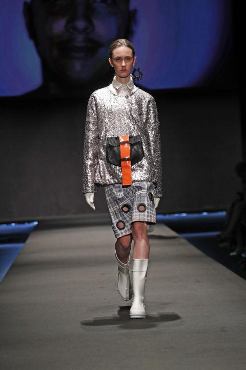 Le sfilate di fine corso delle scuole di moda realizza il for Istituto marangoni di milano