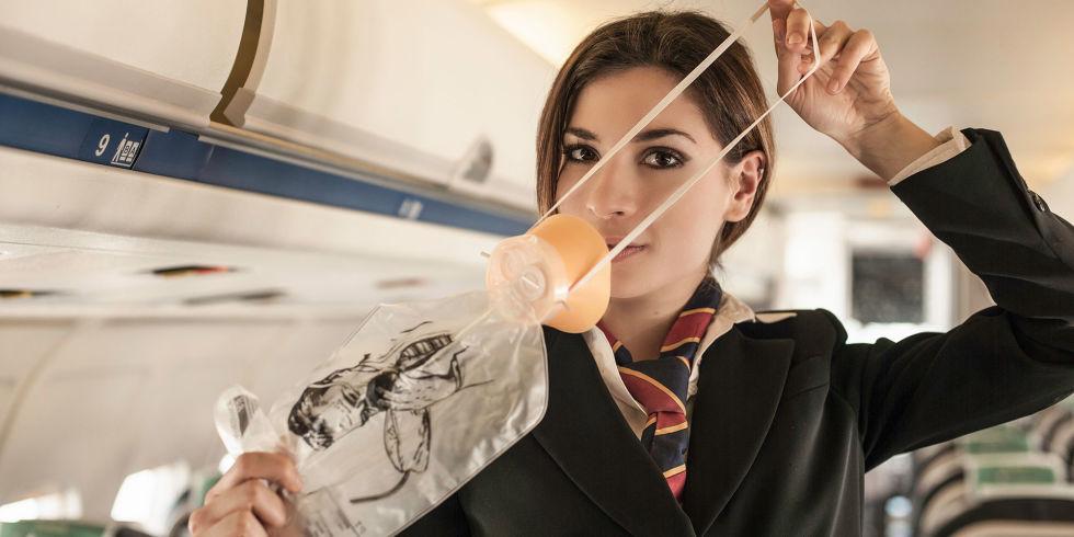 Risultati immagini per maschera ossigeno aereo