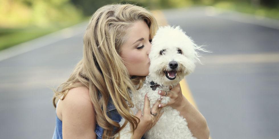 Risultati immagini per persone abbracciate a cani