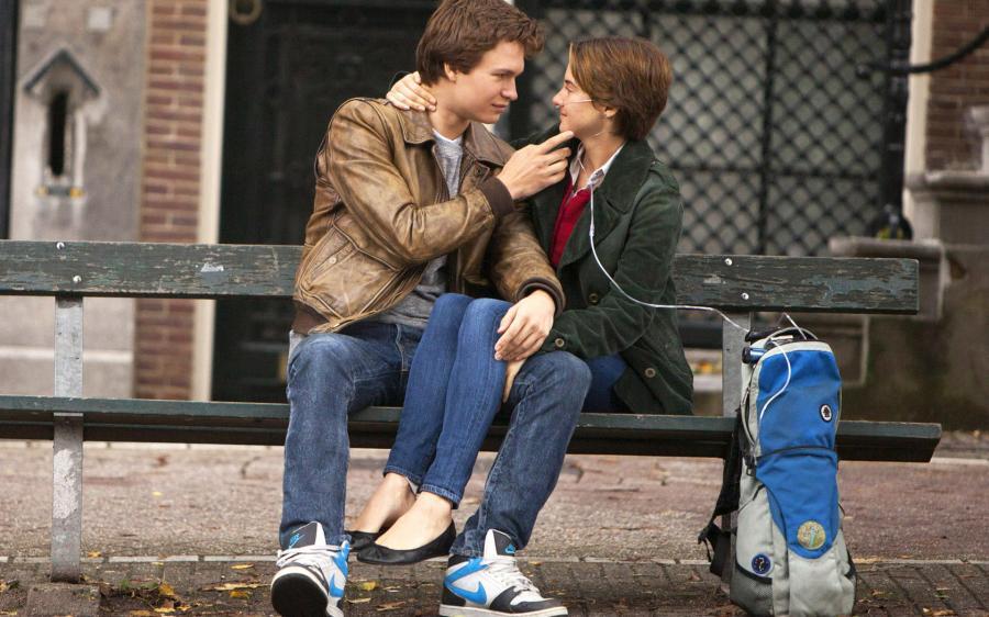 Si tratta di uno dei più recenti grandi film d'amore. Vengono pronunciate un sacco dibelle frasi e sono così tante che ti viene voglia di guardarlo con un block notes accanto per segnare tutto. Mettiti accanto dei fazzoletti ovviamente, perché la storia di due malati che si innamorano promette più di una lacrima.